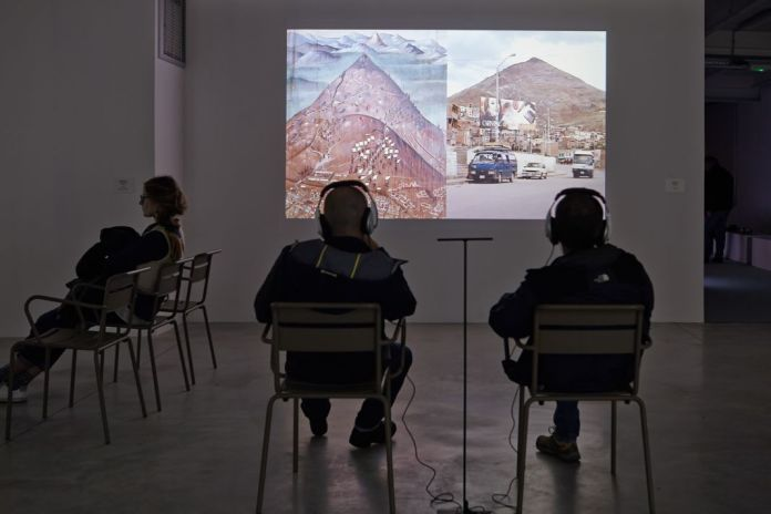 Harun Farocki, L'argent et la croix - Das Silber und das Kreuz, 2010 ®jcLett