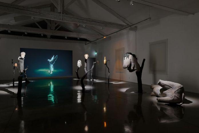 Simon Starling, At Twilight, 2014-2016. À l'ombre du pin tordu, vue de l'exposition au Mrac, Sérignan, 2017. Photographie Aurélien Mole