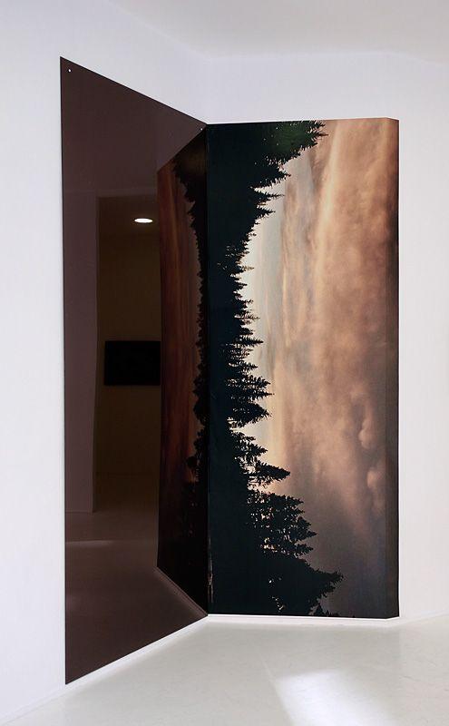 Stéphanie Majoral, By the lake #1, 2018 – In between à Iconoscope. impression HP latex sur wall paper PVC free 175 G, polycarbonate et film vinyl solaire argent, 240 x 295 cm