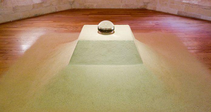 Kim Tschang-Yeul, Consciousness, 1993 - L'Événement de la nuit à la chapelle du Méjan – Arles -Vue de l'exposition à l'étage