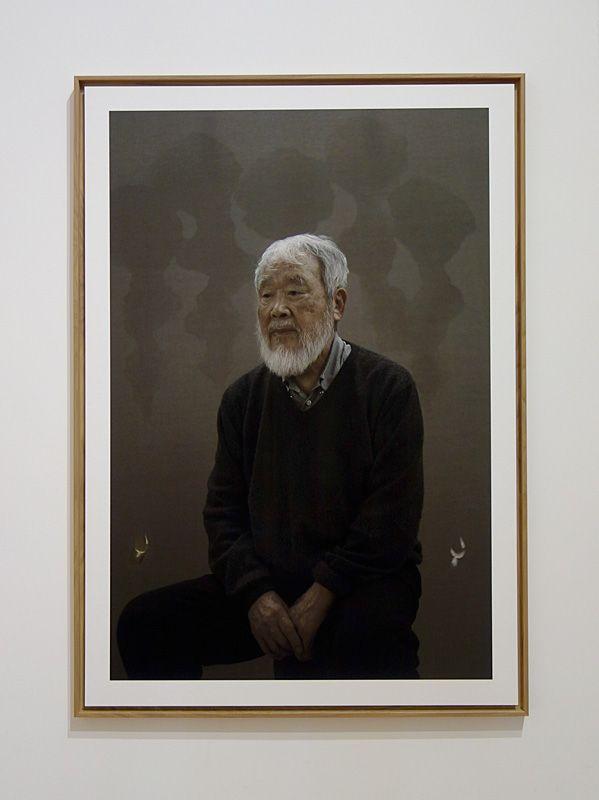 Kim Tschang-Yeul - L'Événement de la nuit à la chapelle du Méjan – Arles -Vue de l'exposition, portrait de Kim Tschang-Yeul