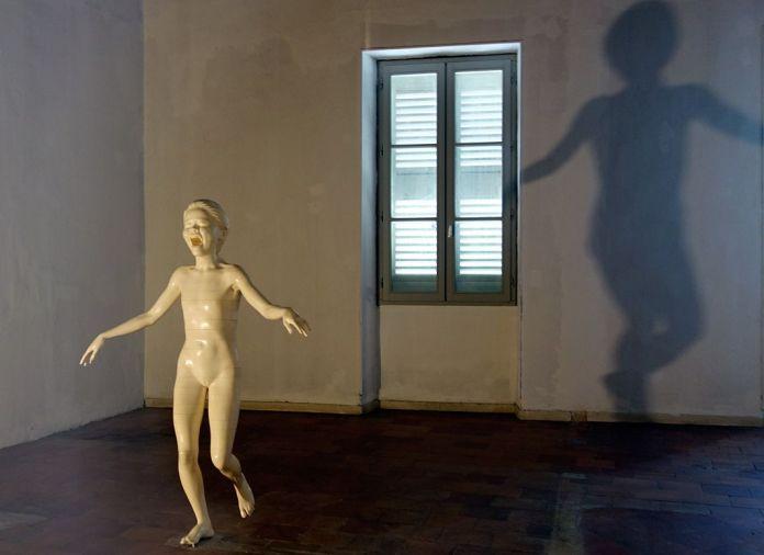 Adel Abdessemed, Cri, 2012, Ivoire, 140 x 114 x 62 cm - Au-delà du principe de plaisir - Rencontres Arles 2018
