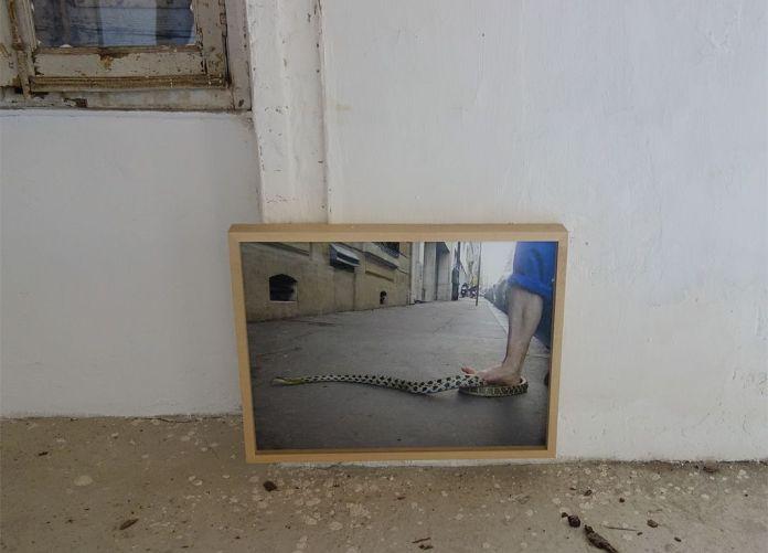 Adel Abdessemed, Zéro tolérance, 2006, C-print, 47 x 64 cm - Au-delà du principe de plaisir - Rencontres Arles 2018