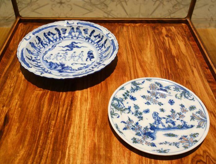 Ai Weiwei, Assiette en porcelaine bleue et blanche (Manifestations), 2017 – Exposition Fan-Tan au Mucem