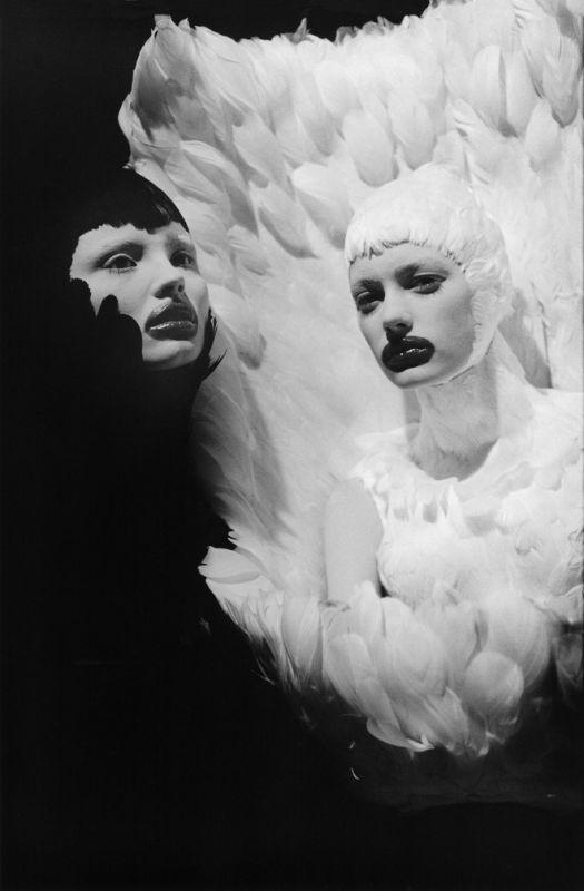 Ann Ray, Unfallen Angels I, Paris, 2009 (The Horn of Plenty, Sigrid Agren & Magdalena Frackowiak). Avec l'aimable autorisation de l'artiste.