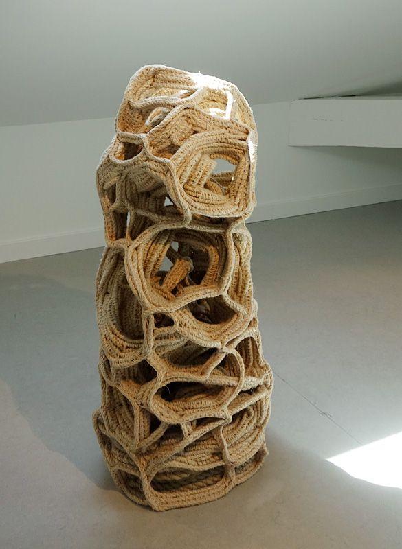 Judy Tadman, Standing Stone, 2010 - Exposition Tissage - Tressage à la Villa Datris - Cordées