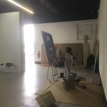 Moufouli Bello au travail à la Fondation Blachère - Image © Fondation Blachère