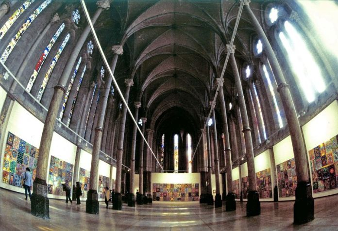 Exposition Peindre quotidiennement - 366 toiles pour l'an2000 au Carré Sainte-Anne, Montpellier 2000 - crédit photo Christophe Lecoq
