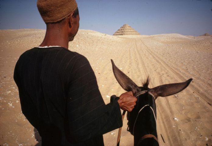 René Burri, Égypte, Saquara près du Caire, première pyramide découverte, 1962