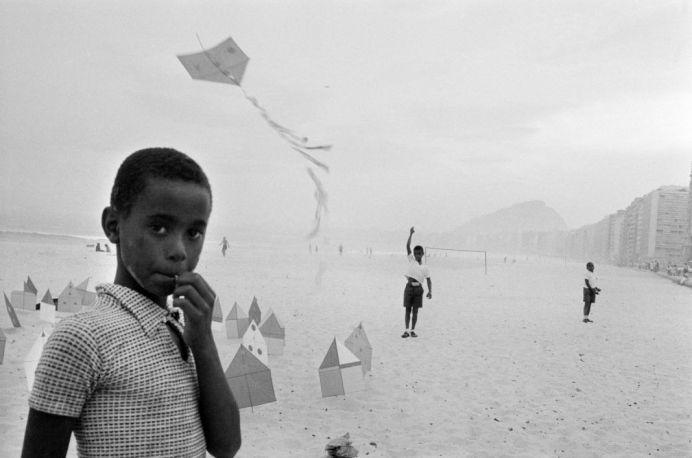 René Burri, Brazil, Rio de Janeiro, plage de Copacabana, 1958