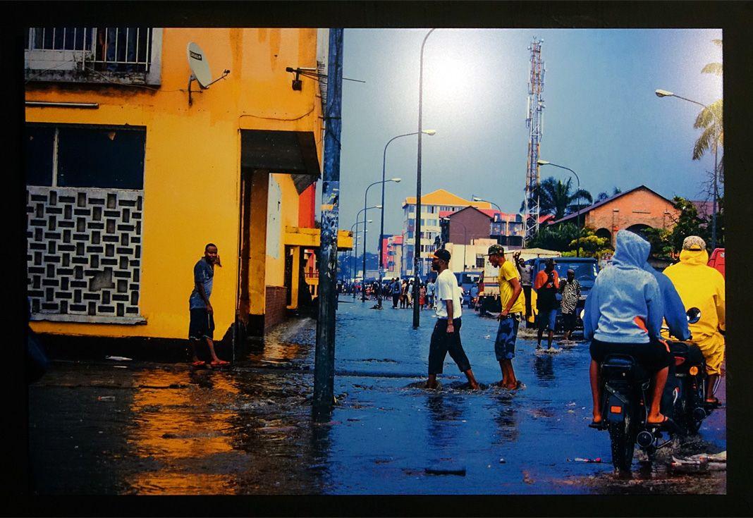 Olivier Kasongo, dit Olikas (né en 1984 à Kinshasa ; vit et travaille à Kinshasa) Sans titres, Série Bilembo (2018) 5 tirages numériques Avec l'aimable autorisation de l'artiste
