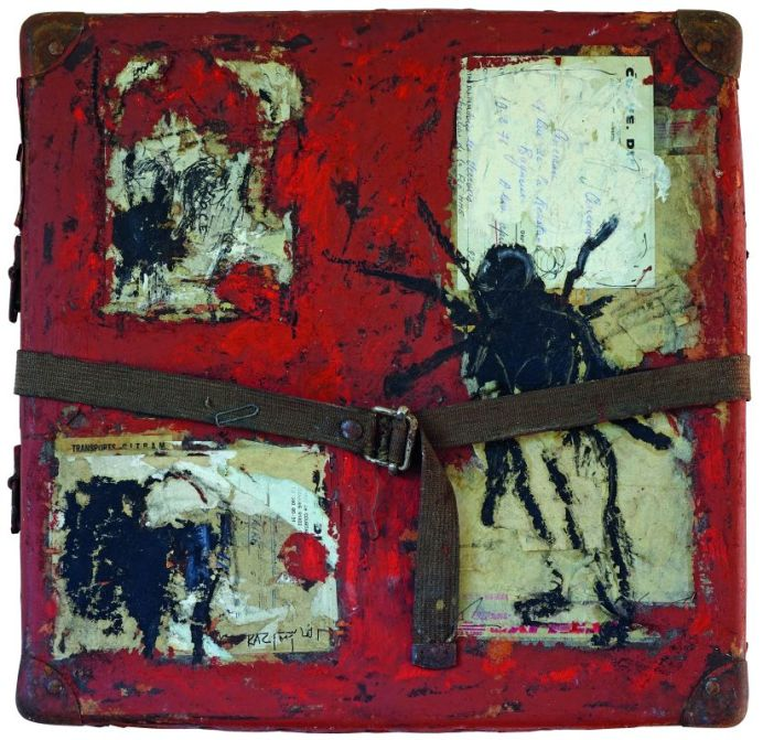 Sans titre. Acrylique sur valise en carton. 38 × 38 cm. Signé en bas à gauche. Collection privée, Bordeaux © Jean Grelet—Le Labo Photo Bordeaux