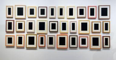 Picture Industry - Luma Arles - Deuxième partie - Allan McCollum, Thirty PlasterSurrogates, 1982-1990