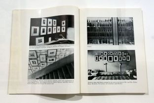 Picture Industry - Luma Arles - Deuxième partie - Louise Lawler, Arrangments of Pictures, 1983