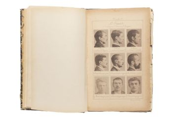 Alphonse Bertillon Sélections extradites de Signaletic Instructions: Including the Theory and Practice of Anthropometrical Identification,1896. Pages de Facsimile Avec l'aimable autorisation de Walead Beshty Studios, Inc.