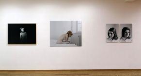 Rebecca Topakian Série Infra, 2015-2016 - Caroline Chevalier Laurie, Nimes, 2006 - Gilles Pourtier Sylvie 1 et 2, 2012 - À première vue - Maupetit, côté galerie