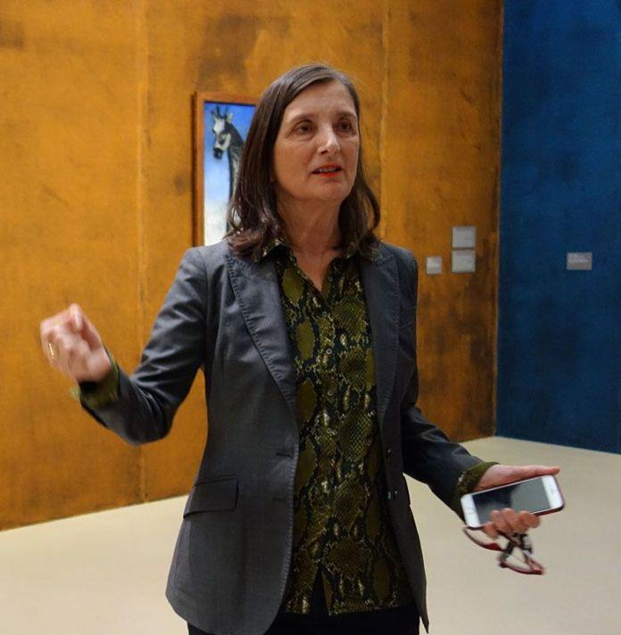Bice Curiger, commissaire de l'exposition Niko Pirosmani à la Fondation Vincent van Gogh Arles