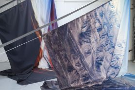 Dimitri Robert-Rimsky - Upland rising, 2017Technique mixte, impression sur toiles de spi, acier. 4,5 x 6 m. Courtesy de l'artiste