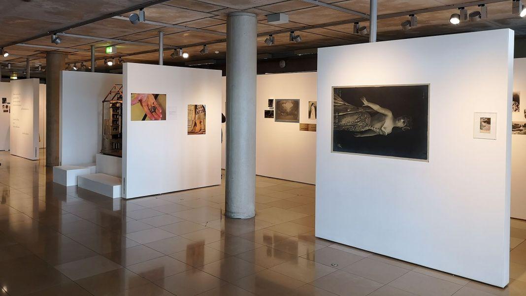 Isabelle Rodriguez - Se souvenir du bruit qu'a fait le lustre en tombant - Vue de l'exposition à Carré d'art