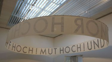Rayyane Tabet – KOPF HOCH! MUT HOCH! UND HUMOR HOCH!, 2017 - Fragments - Carré d'Art - Photo En revenant de l'expo !