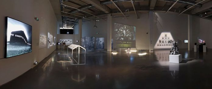 Un autre monde dans notre monde - Frac Provence-Alpes-Côte d'Azur - Plateau 1 - Vue de l'exposition - Photo En revenant de l'expo !