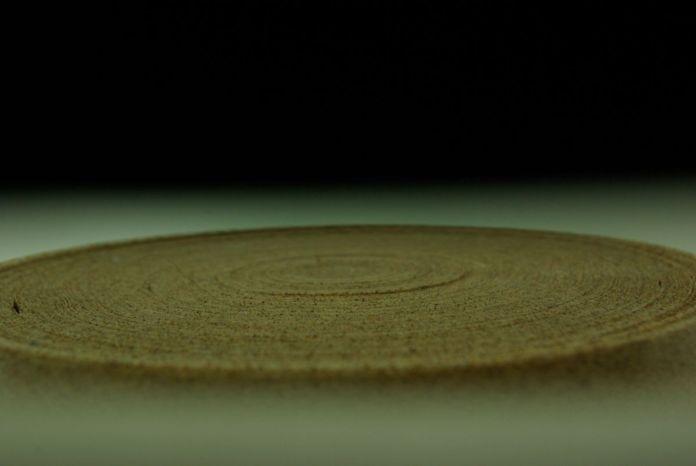 Ismaïl Bahri - Sans titre, 2018, sable et papier adhésif - Lumière habitée - art-cade galerie – Photo Delphine Wibaux