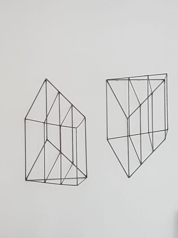 Sans titre [anamorphose], diptyque, 2010-2019, métal, 79 x 53 x 47,3 cm