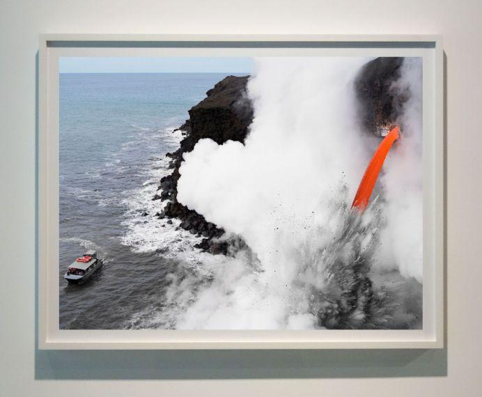 Lucas Foglia - Lava Boat Tour, Hawaii, série Human Nature, 2017 - Sur Terre - Image, technologies & monde naturel - Rencontres Arles 2019