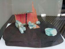 Rodolphe Huguet - Maison de Mineur, 2012-2013 - Stone Power à la galerie quatre - Arles - Photo En revenant de l'expo ! - Terre cuite, briques lapidées en onyx, aigue marine, tôle ondulée en argent, améthyste violette, quartz fumé, quartz rose, citrine, contre plaqué brésilien. 37 x 28,5 x 14,5 cm