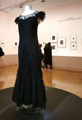 Gabrielle Chanel - Robe du soir longue en dentelle noire doublée d'un taffetas de soie noir, 1933 01