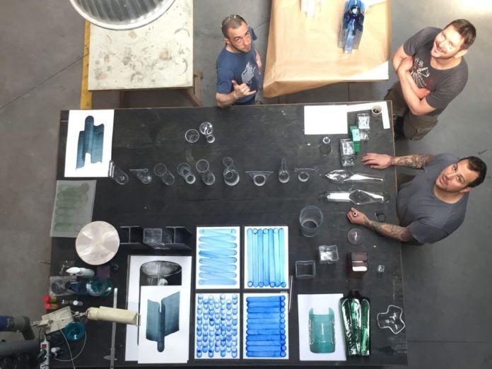 Les techniciens dans l'atelier autour des essais pour Baptiste Meyniel, 2019 - Photo Baptiste Meyniel