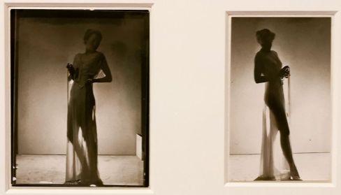Man Ray - Chemise de nuit transparente en étamine d'Olga Hitrova, vers 1936 - Man Ray, photographe de mode - Musée Cantini - L'apogée d'un photographe de mode - Les années Bazaar