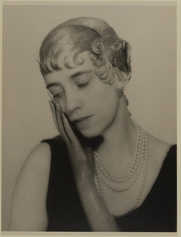 Man Ray - Elsa Schiaparelli (avec une perruque), vers 1934