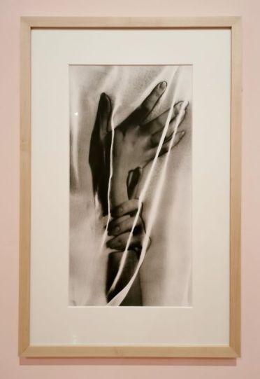 Man Ray - Les Mains, 1932 - 1975l - Man Ray, photographe de mode - Musée Cantini - Mode et publicité