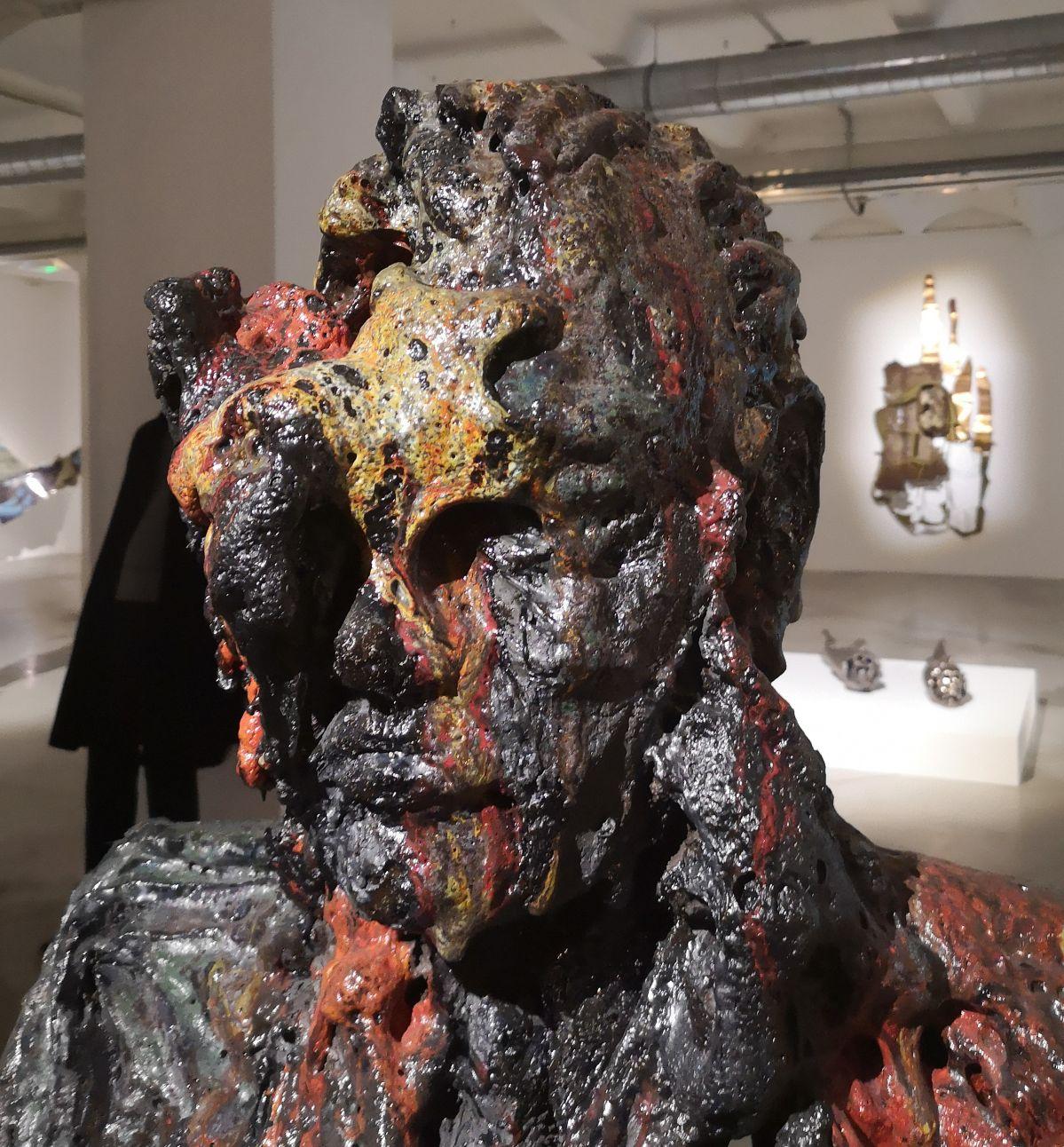 Anne Wenzel - Damaged Goods (Bust; Large-Red #01), 2013 (Détail) - Street Trash - Friche La Belle de Mai