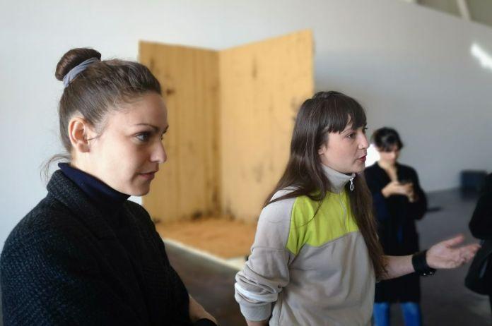 Lola Meotti et Aurélie Faure, commissaires de l'exposition Signal Espace(s) réciproque(s) à la Friche de La Belle de Mai