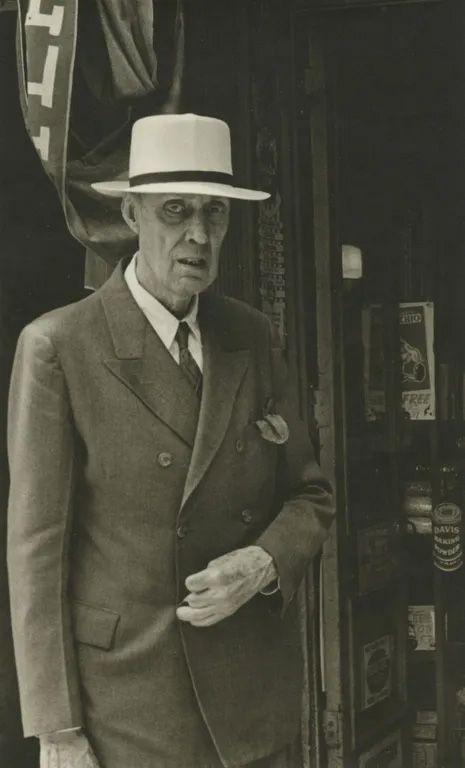 Helen Levitt - NYC, 1942