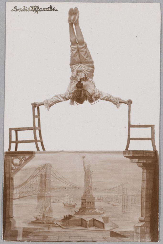 Acrobate, Sadi Alfarabi. Tirage monochrome. 1er quart du XXe siècle. Mucem © Mucem