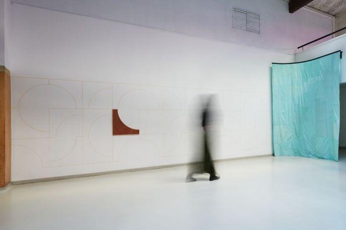 Charlotte Perrin - Gabarit -Quart de cercle -Motif Variation 1, 2021 et Charlotte Perrin - Schnittformen (Kleidung) Formes de coupe (vêtements), 2020 ©jcLett