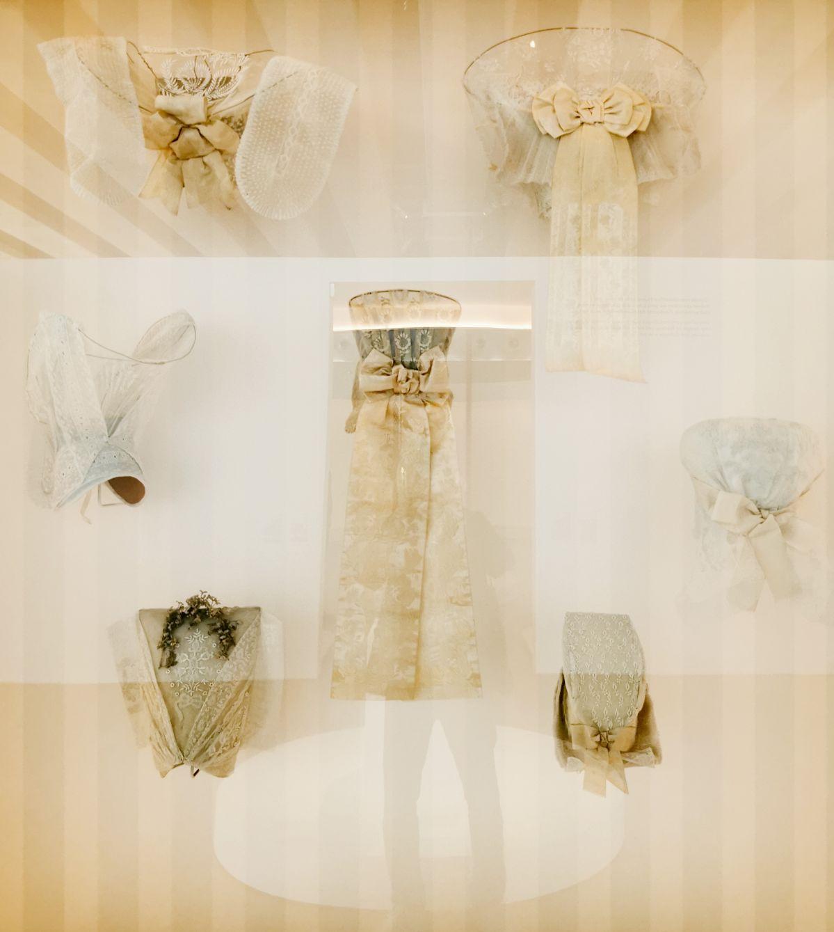 Coiffes - Jeff Koons au Mucem - Œuvres de la Collection Pinault - Salle 12 - vue de l'exposition