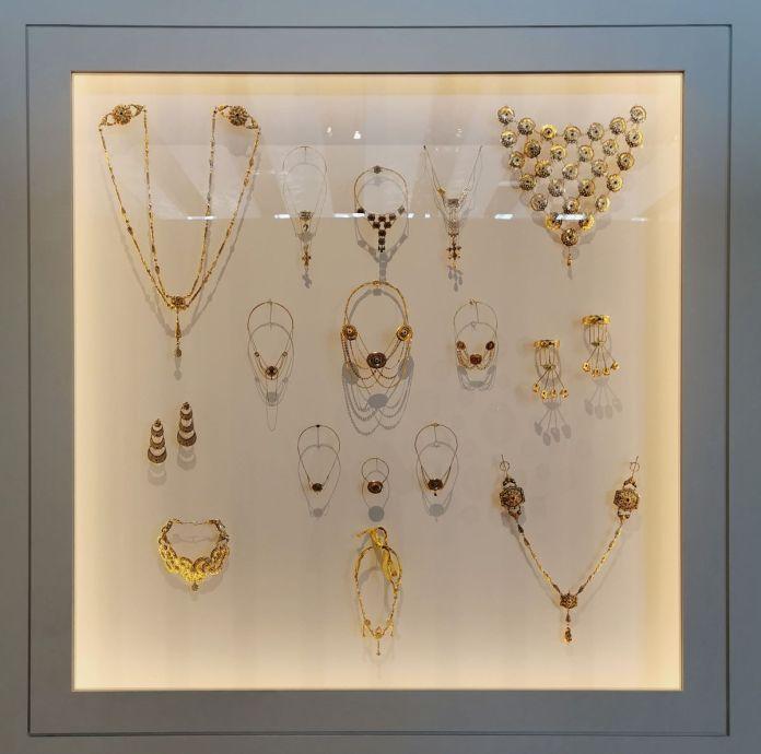 Colliers d'esclave - Jeff Koons au Mucem - Œuvres de la Collection Pinault - Salle 7 - vue de l'exposition