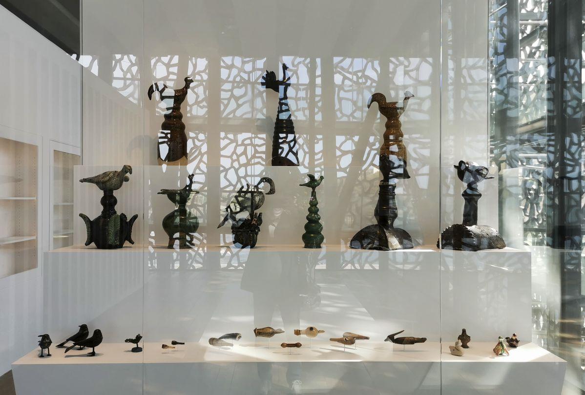Epis de faîtage, appeaux et jouets - Jeff Koons au Mucem - Œuvres de la Collection Pinault - Salle 13 - vue de l'exposition