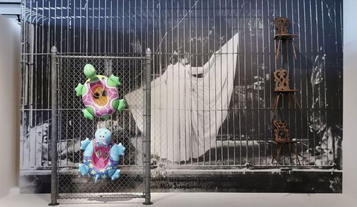 Jeff Koons - Chainlink, 2003 - La danse serpentine parmi les lions - Jeff Koons au Mucem - Œuvres de la Collection Pinault - Salle 10 - vue de l'exposition