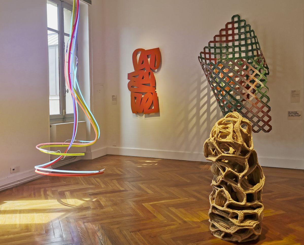 Hors cadre - Sculpture en fête ! Les dix ans de la Collection Villa Datris - Vue de l'exposition au rez-de-chaussée