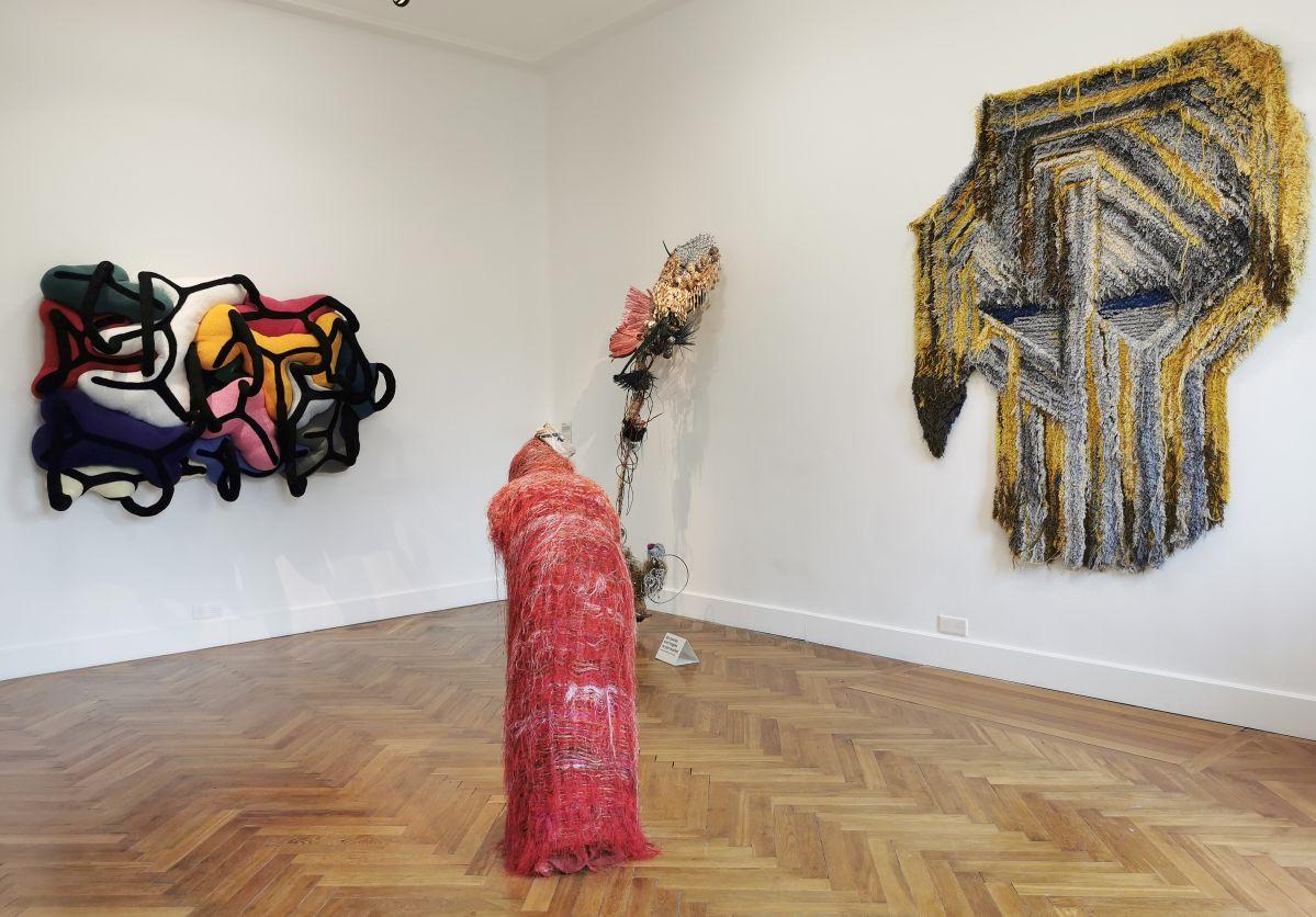 Liaisons particulières - Sculpture en fête ! Les dix ans de la Collection Villa Datris - Vue de l'exposition au rez-de-chaussée