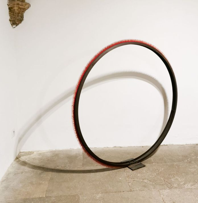 Helga Stüber-Nicolas - Cercle Rouge, 2021 - Ralentir Travaux à la N5 Galerie – Montpellier