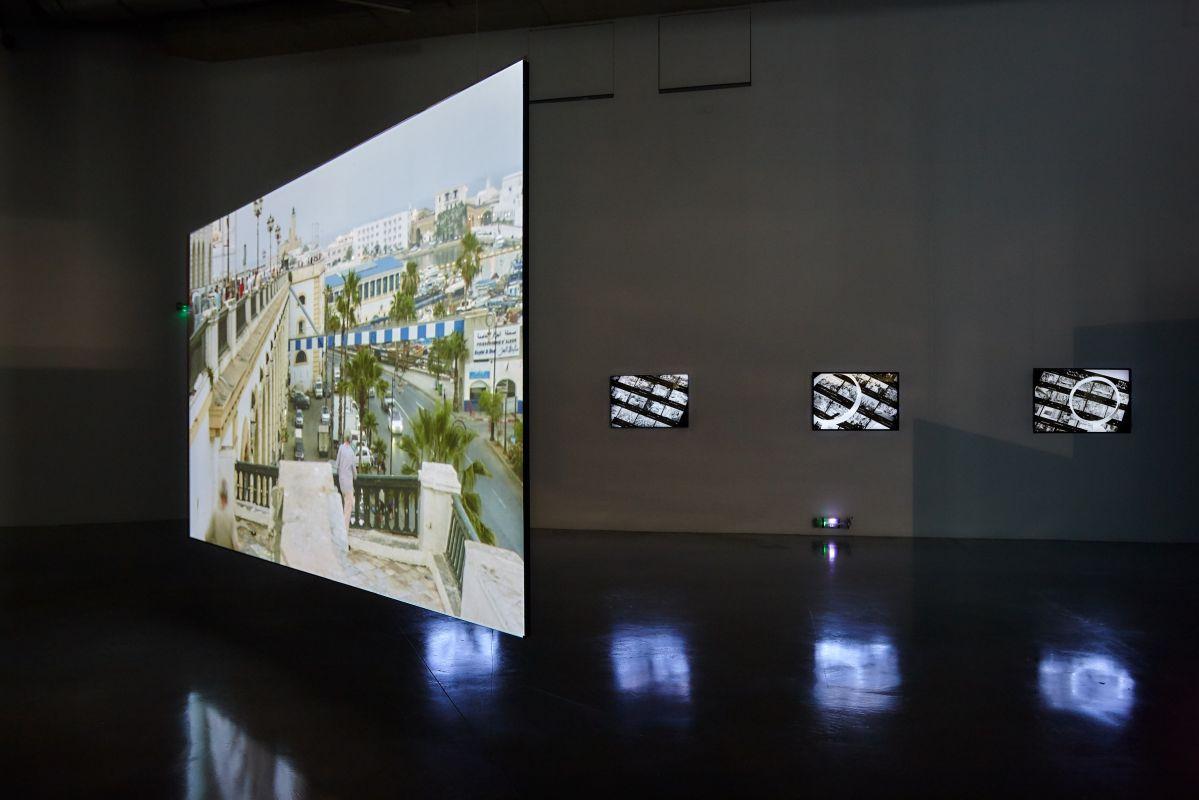 Katia Kameli - Le Roman algérien - exposition «Elle a allumé le vif du passé» © Photo Frac Provence-Alpes-Côte d'Azur Laurent Lecat
