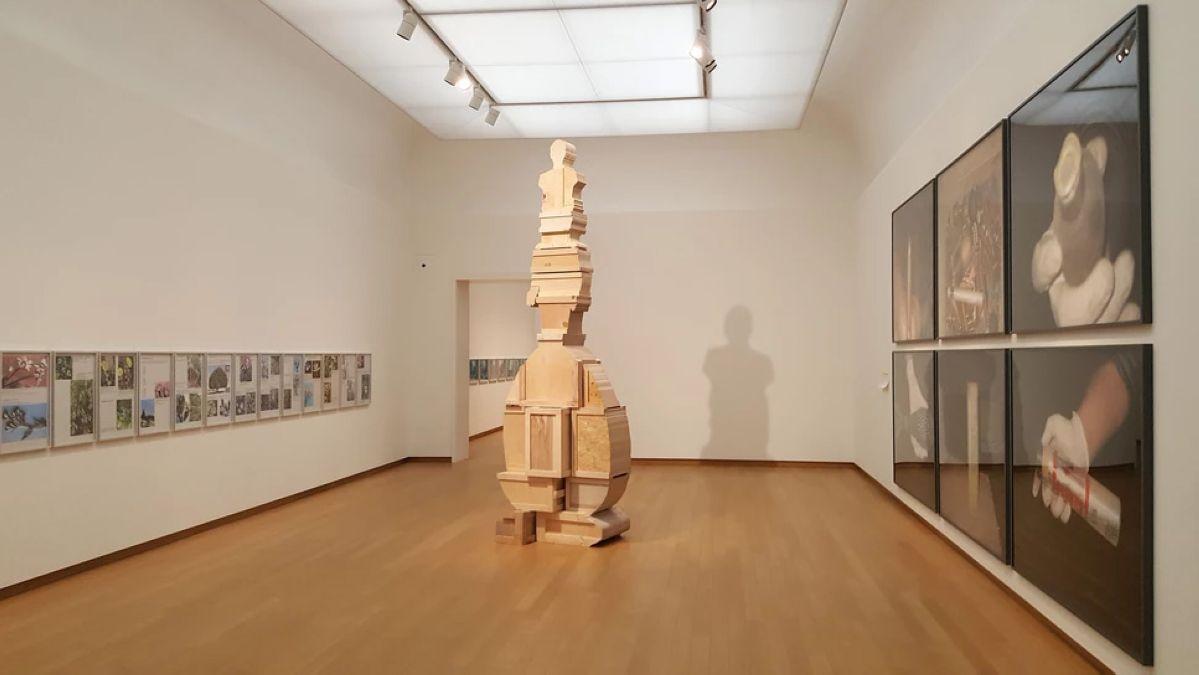 Walid Raad - «Let's be honest, the weather helped» au Stedelijk Museum d'Amsterdam en 2019