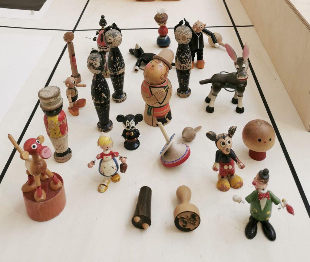 Jean-Simon Roch - Collection de jouets en bois tourné, 2021 - Pirouettes au Studio Fotokino – Marseille
