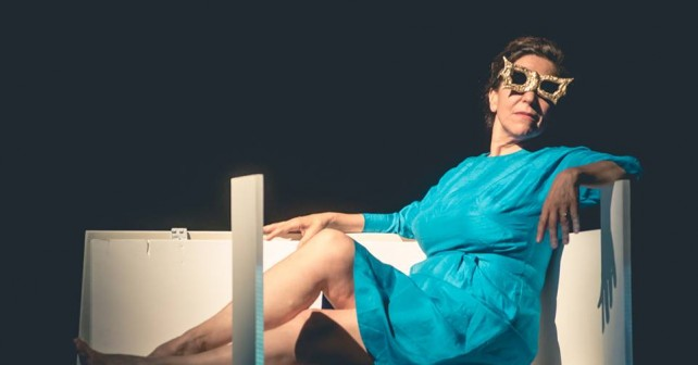 WOMAN BEFORE A GLASS di Laboratori Permanenti FUCSIA: DO I MATTER TO YOU? Di Anna Marocco